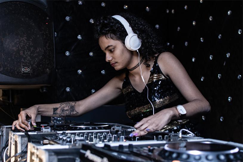 Female DJ Mixing
